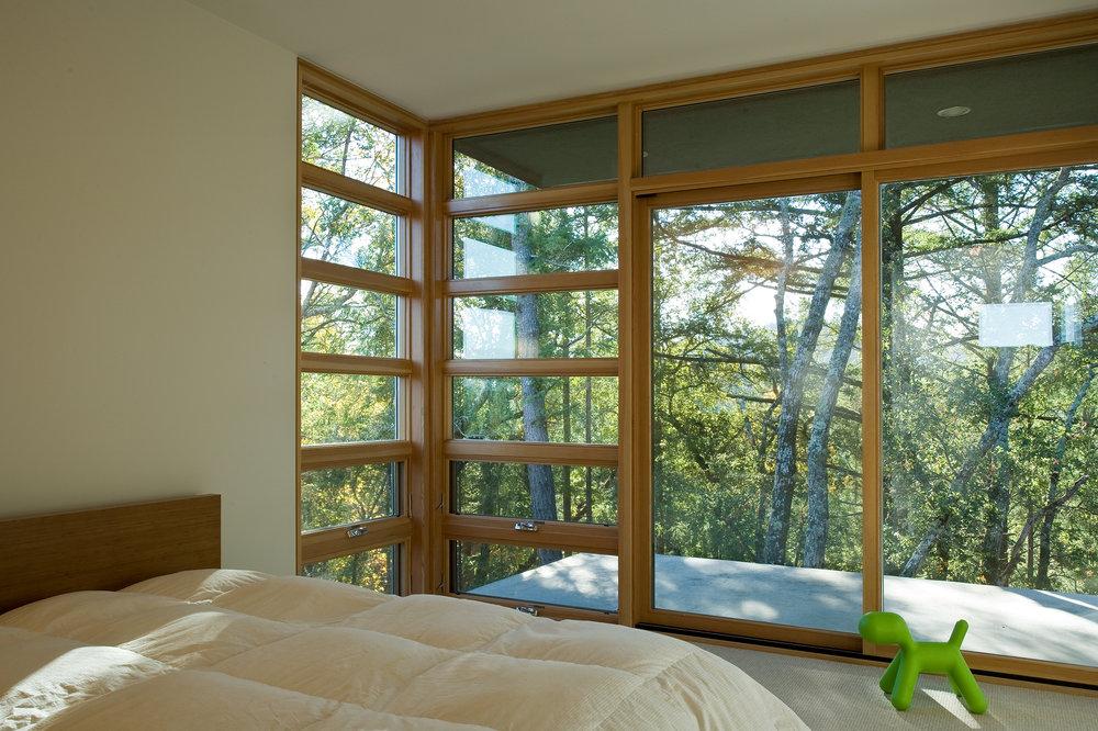 EV_SLP_AWN_PICT_Bedroom_Green_Toy_IB-PNG_file.jpg