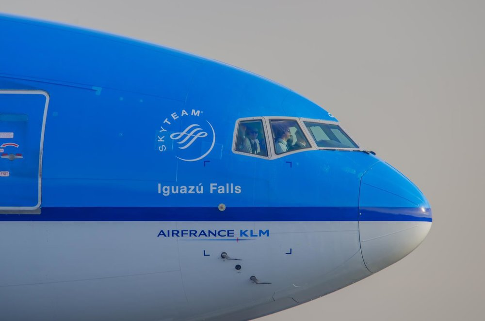Arrival back at Schiphol with me waving from the observer seat. Photo by Sven Cozijn