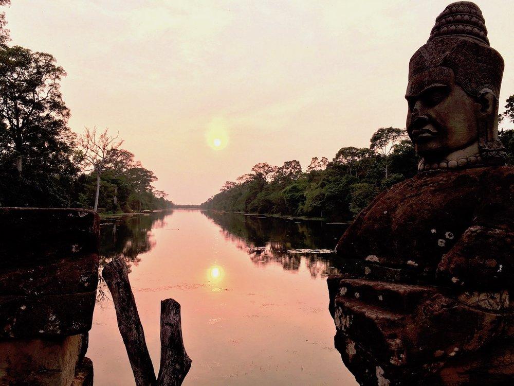 Deva em ponte de Agkor Thom, Camboja. Foto: Patti Neves