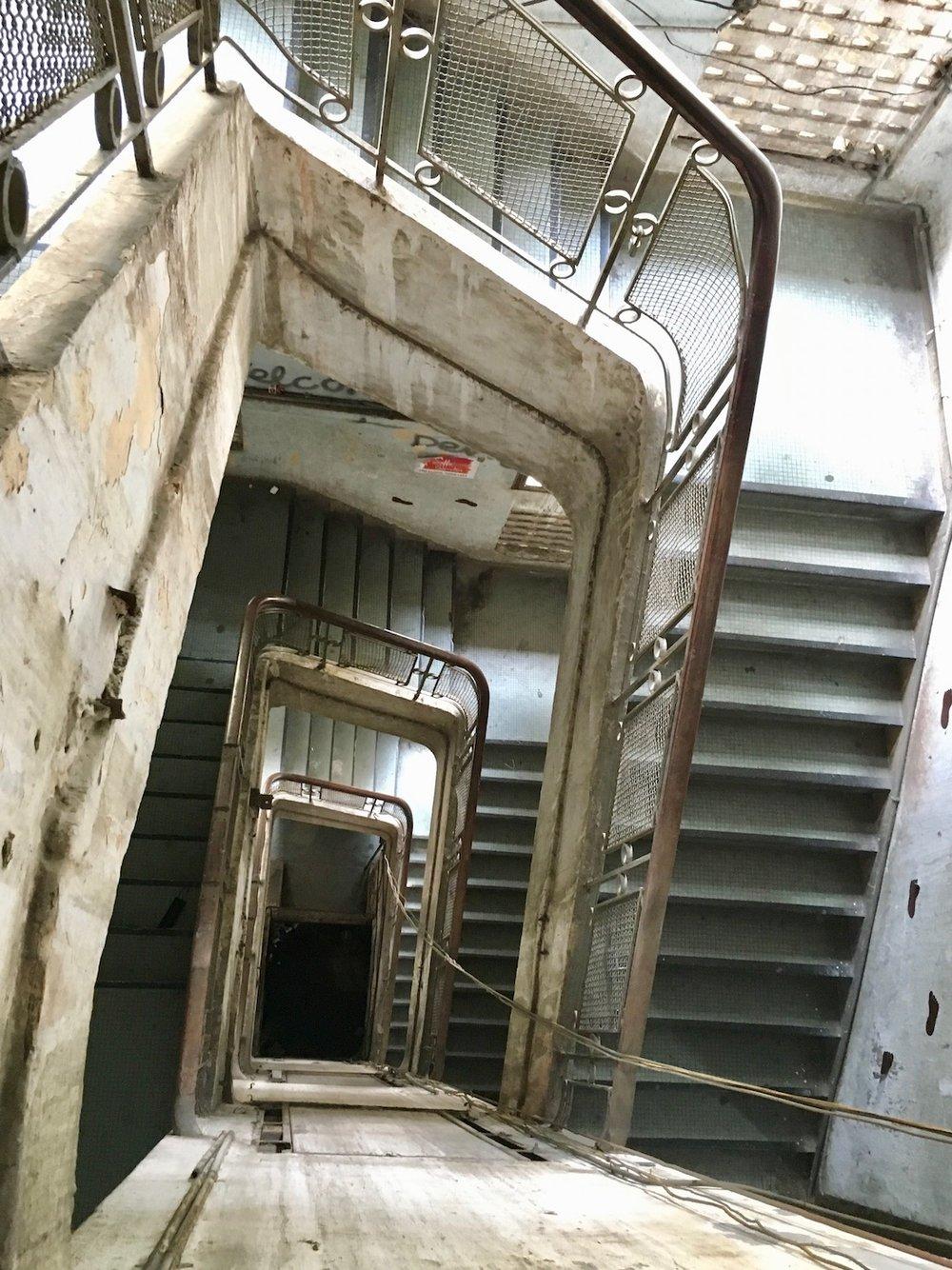 Um pouquinho de urbex? Escadaria de edificío em Ho Chi Minh. Foto: Patti Neves