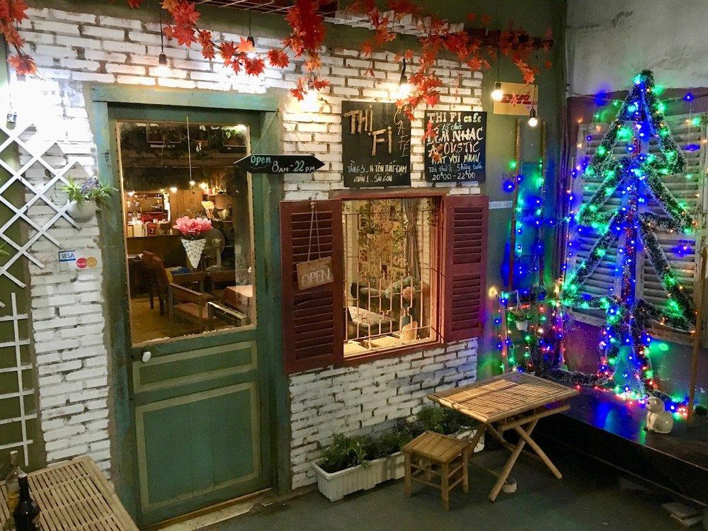 Ho ho ho, bem diferente essa decô. Café em Ho Chi Minh. Foto: Pati Neves