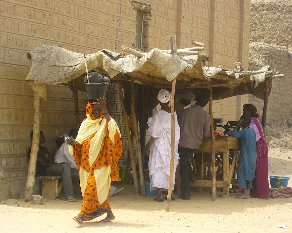Na rua paralela ao mercado, um açougue em Timbuktu. Foto: Patti Neves
