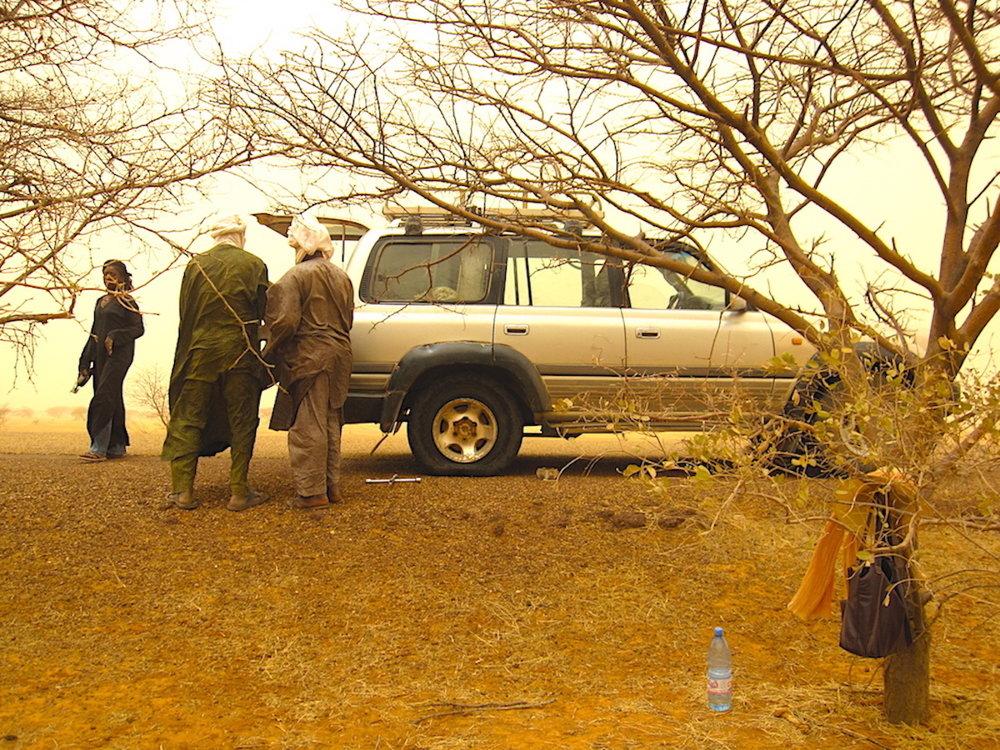 Carona em 4x4, ao sul de Timbuktu, Mali. Foto: Patti Neves