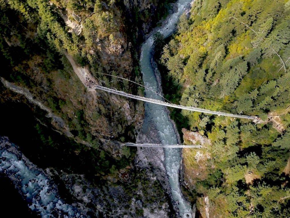 Ponte pênsil (em dobro), no caminho para Namche Bazar. Foto: Patti Neves