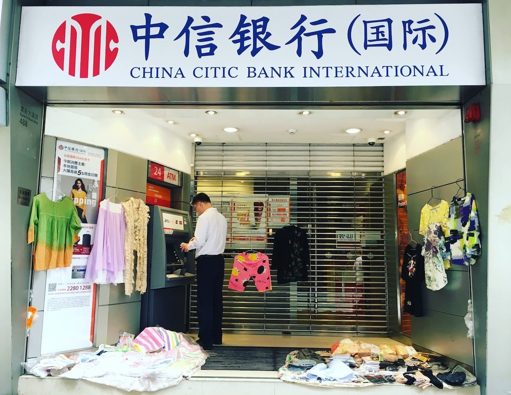 "Curiosa ""boutique"" ATM em Hong Kong. Foto: Patti Neves"