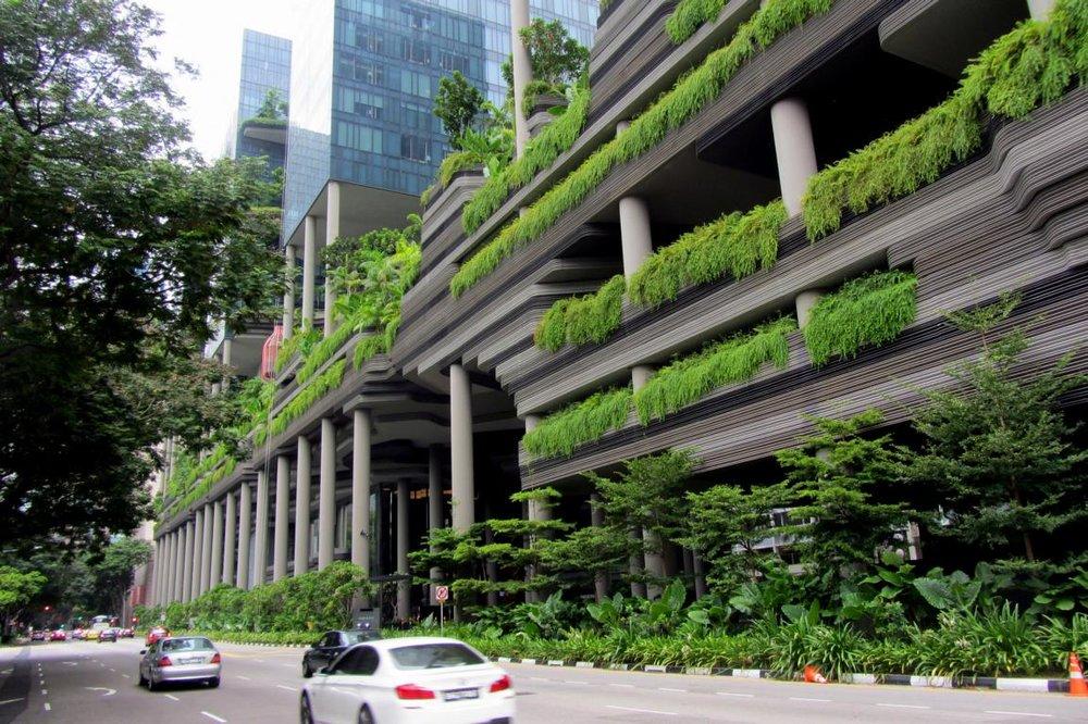 Hotel Park Royal em Singapura, todo trabalhado no verde.