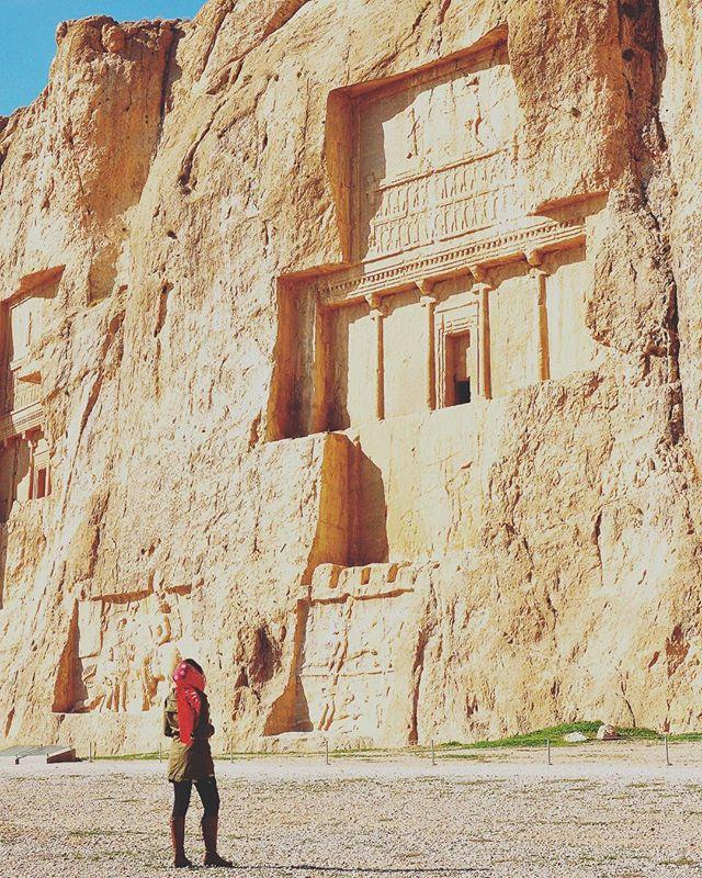 Travel makes one modest. You see what a tiny place you occupy in the world. . . . Viajar nos torna mais modestos. Percebemos o minúsculo lugar que ocupamos no mundo. . . . Gustave Flaubert . . . #irã #naqsh #naqsherostam #missãovt #revistaviajar #revistaqualviagem #viagemtop #viajarepreciso #viajarfazbem #arteislamica #arquiteturaislamica #islamicarchitecture #iran #iran_tourism_official #irão #rotadaseda #culturapersa #mochileirosgrupofechado #travelblogger #blogueiradeviagem #amazingplaces #aroundtheworldtrip #meucliqueestadao #persa #theglobevacationer #dreamdestination #persepolis #brasileiraspelomundo