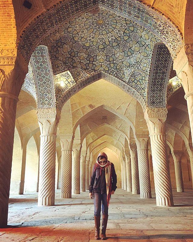 """Expecting a fancy influencer dress?  Sorry! Wrong IG 😆 Five degrees Celsius today, the winter in Shiraz didn't disappoint! . . . .  Esperando aquele vestido esvoaçante de """"influencer""""? Ops... IG errado 😂 5 graus em Shiraz hoje... E viva o inverno! . . . . #shiraz #shirazi #vakilbazaar #vakilmosque #muslimworld #islamicart #islamicarchitecture #iran #iran_tourism #mesquita #irã #irão #amazingdestinations #beautifuldestinations #mochileirosgrupofechado #travelblogger #blogueiradeviagem #viajarfazbem  #amazingplaces #aroundtheworldtrip #meucliqueestadao #theglobevacationer #dreamdestination #brasileiraspelomundo #meninausaazul #viajarepreciso #viajaromundo #teheran #iran🇮🇷"""