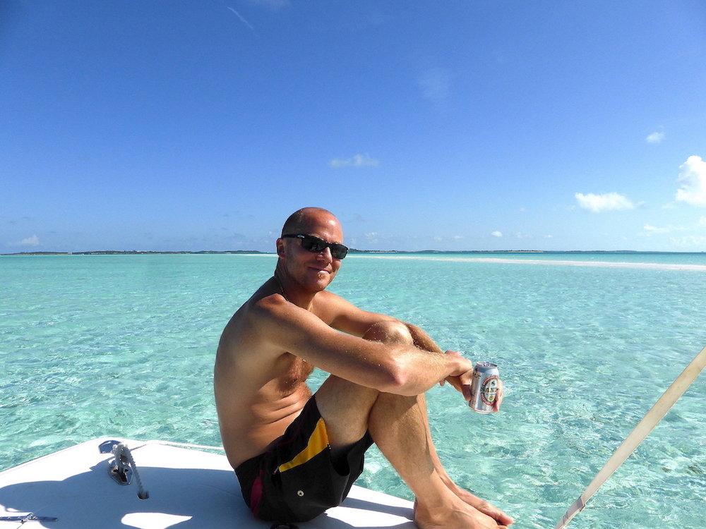 O maridão, feliz da vida em Musha Cay. Foto: Patti Neves