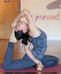 Muning Hu   E-RYT 200, Yin Yoga Certified