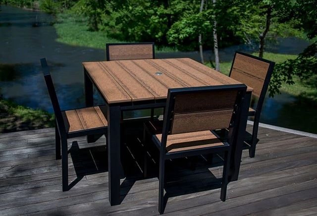 Hanging with friends around this #ParkCity dining set sounds ideal on this gorgeous #summer day! #durogreenoutdoorfurniture #durogreenoutdoor #outdoor #outdoordining #outdoordecor #design #designinspiration #outdoorinspiration #outdooreveryday #recycled #recycledfurniture #outdoorliving