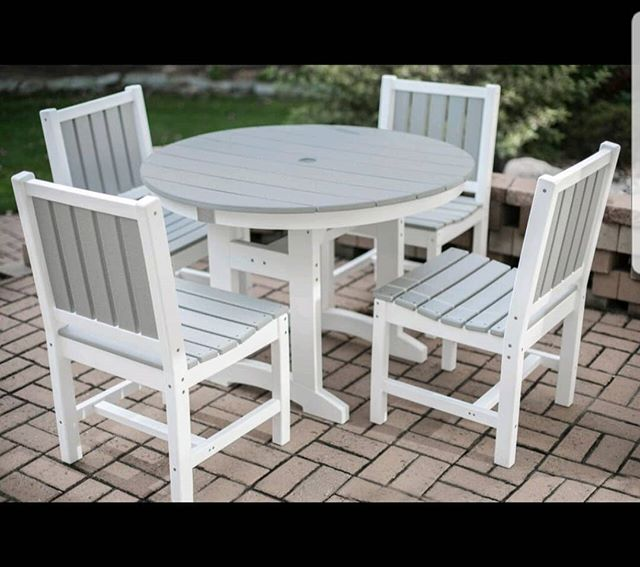 This set is perfect for you #laborday get together! #durogreenoutdoorfurniture #durogreenoutdoor #outdoor #outdoorfurniture #furniture #outdoorliving #outdooreveryday #design #outdoordecor #designinspiration #outdoorinspiration #recycled #recycledfurniture #outdoordining