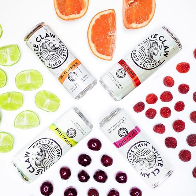 @whiteclaw is gluten free and only 110 calories. - - - #whiteclaw #summer #summertime #sparkling #spikedseltzer #claw #refreshing #cocktails #austin #texas #atx #beer #wine #liquor #craftbeer #pool #beach #sundayfunday #sun