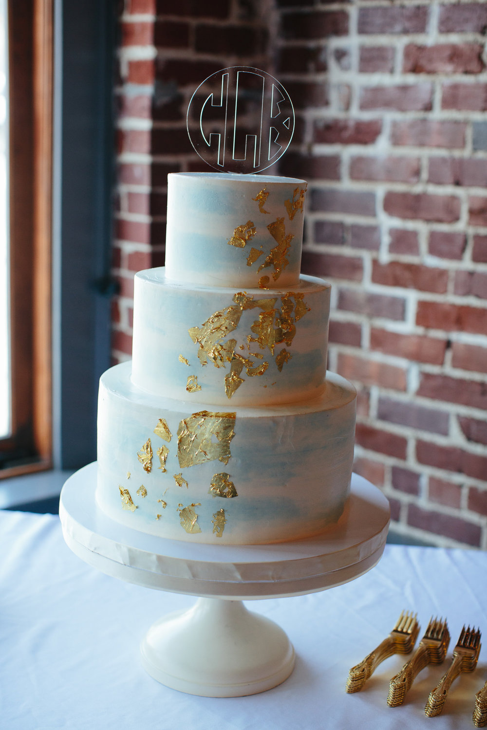 Downtown Knoxville Wedding Reception Venue // Botanical Wedding // Gold Fleck Wedding Cake