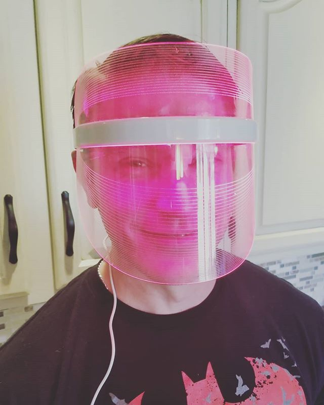 Grab your Lightwave mask today for 20% off using promo code: LIGHTWAVE20. www.lightwaveskin.com  #red #acne #men #women #greatskin #beauty #skin #clearupacne #wrinklefree #lightwave #redlight #mask #therapy #face #facesofinstagram