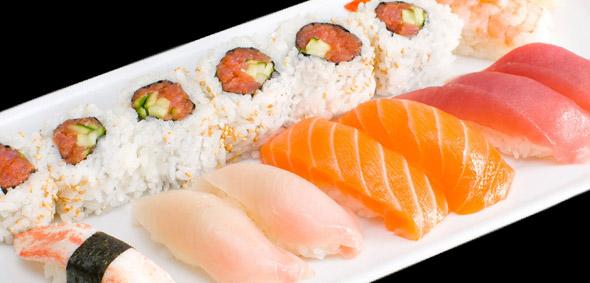 specialty_rolls_Deluxe_Sushi_Combo.jpg