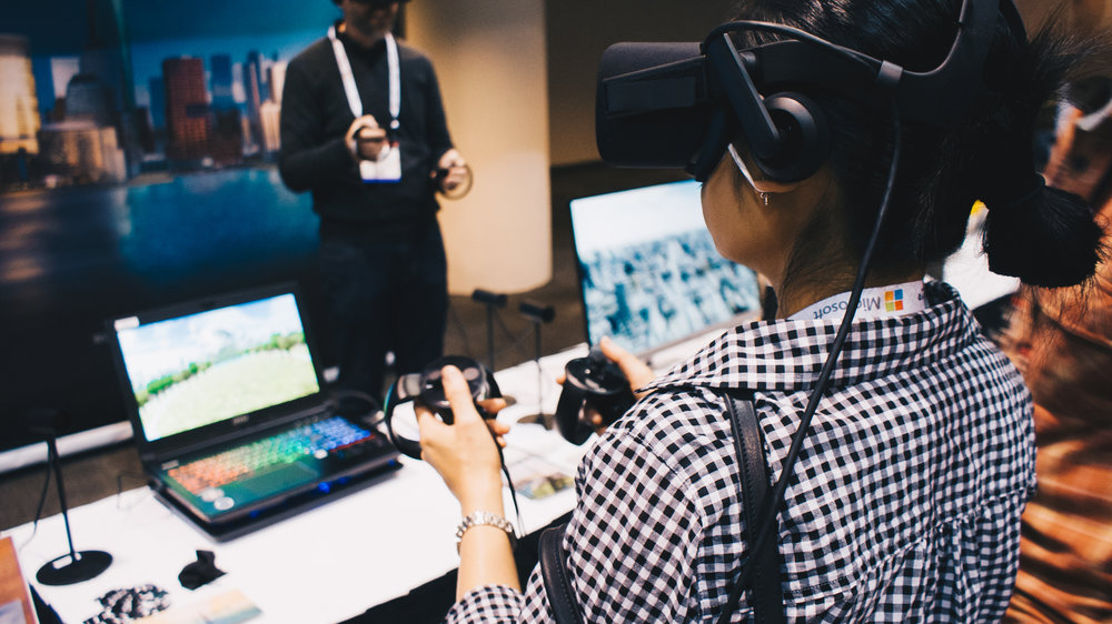 Two participants demo Oblix's application using Oculus Rift headsets and Oculus Touch controllers.