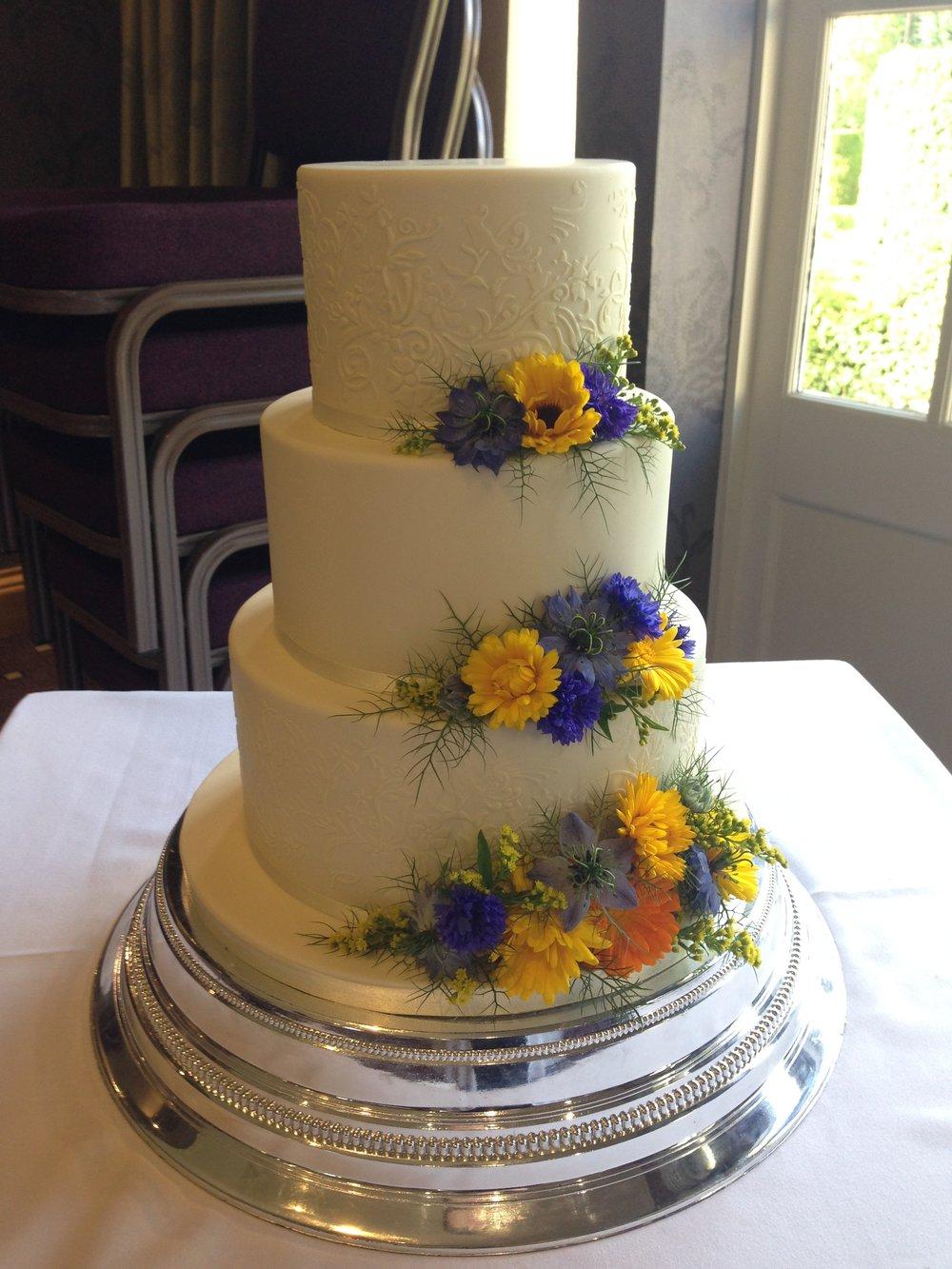 lace wedding cake. fresh flower cake. Loren Brand Cakes
