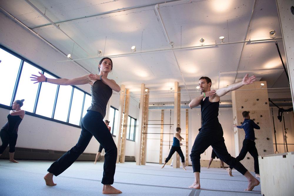 Aeküus - est une philosophie en action pour un mieux-être et l'émancipation physique.