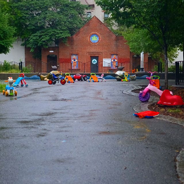 A rainy Brooklyn Rosh Hashanah. A perfect day to be inside with family. L'Shana Tova. . . . #brooklyn #prospectheights #playground #skyline #rain #ig_street