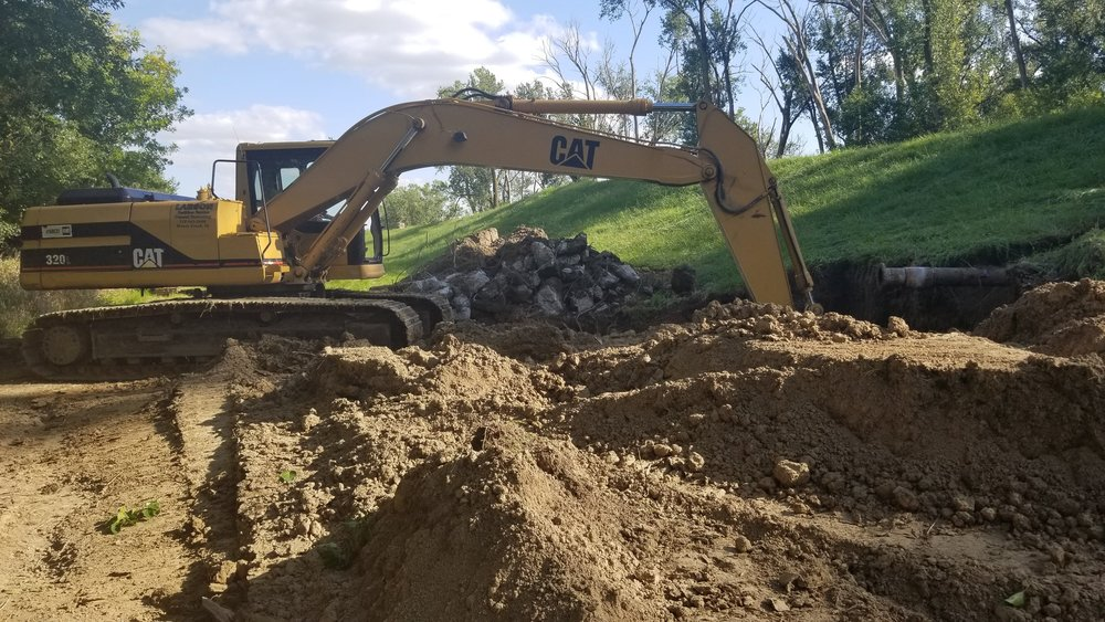 A74+00_SE_Excavating Pump Station Debris-min.jpg