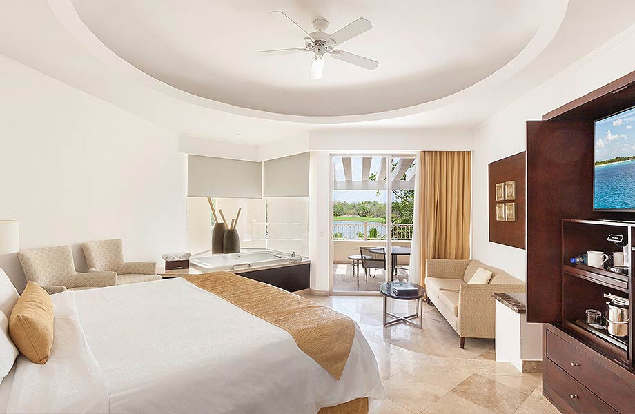 PACKAGE 1 - DOUBLE/TRIPLE/QUAD OCCUPANCY  Features:  Private Room Shared Bath, Air Conditioning, Modern Suite, Full Size Bed  $412.00 USD/NIGHT • PER GUEST
