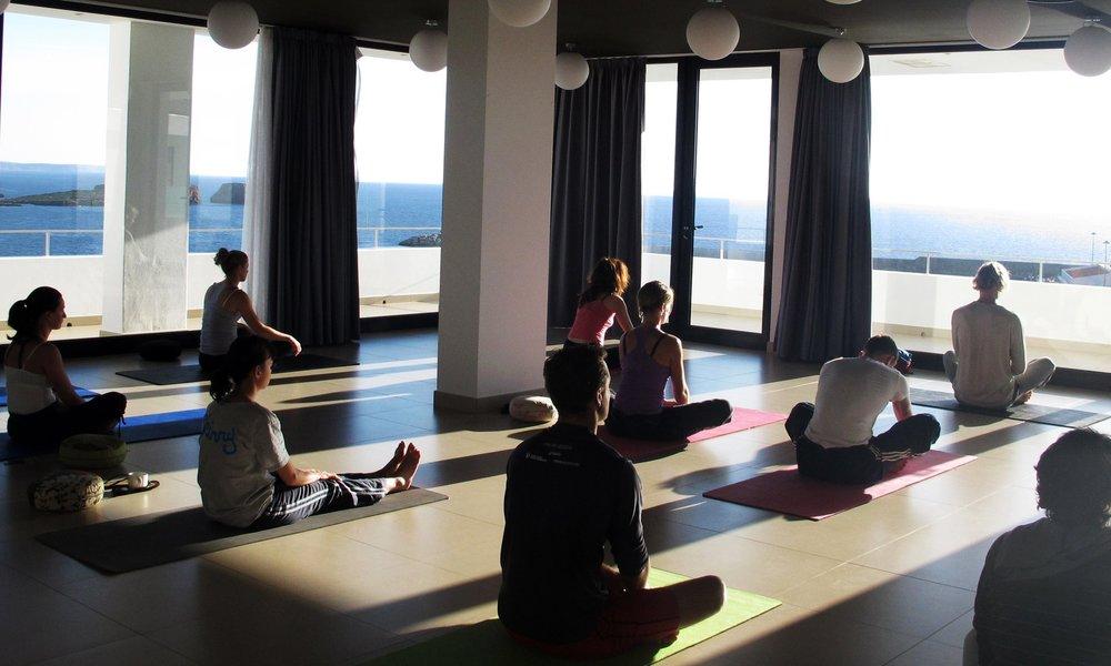 Yoga algarve retreat room