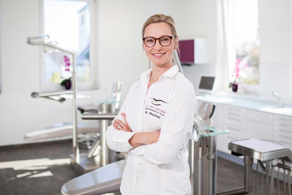 Portraet-von-Kieferorthopaedin-dr.jana-wachter-karlsfeld.jpg