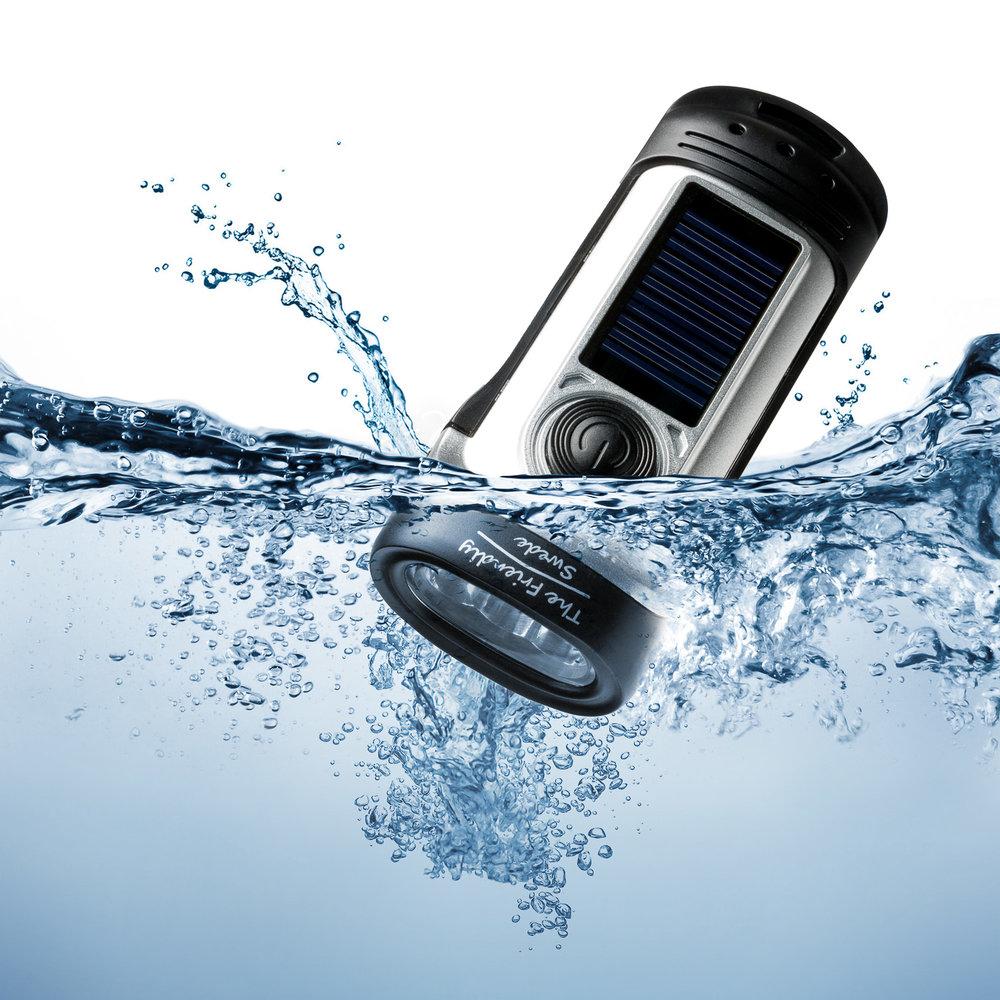 _F22_flashlight_water.jpg