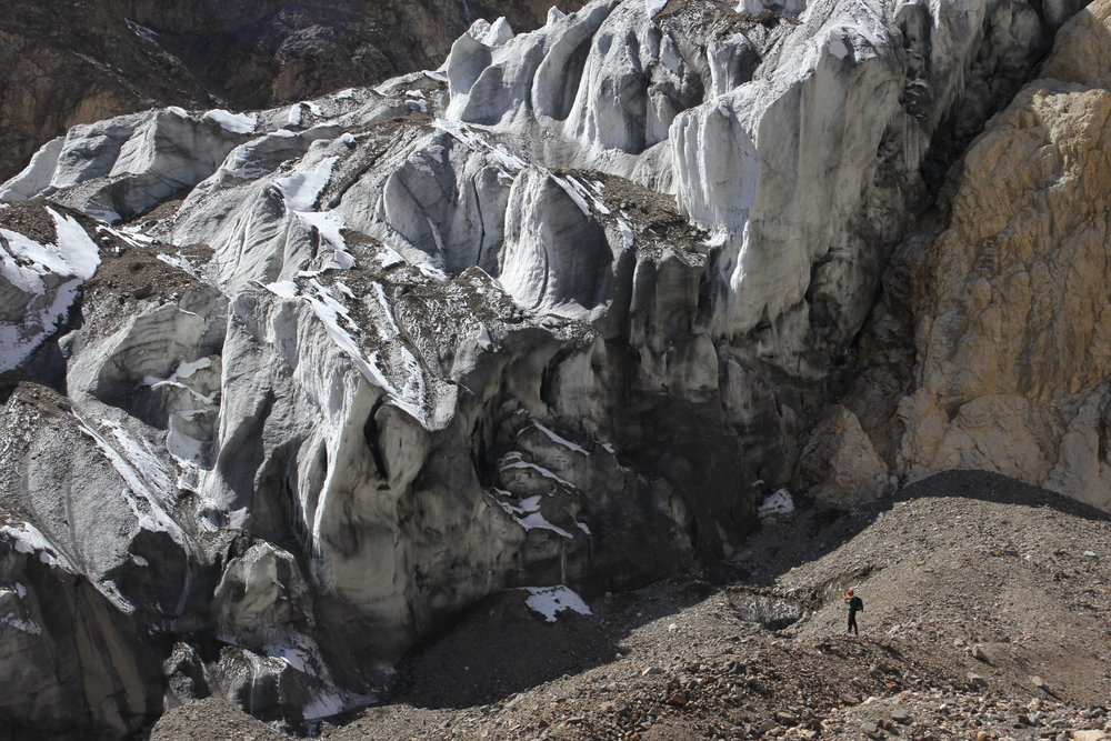 A side glacier flowing into the K2 Glacier