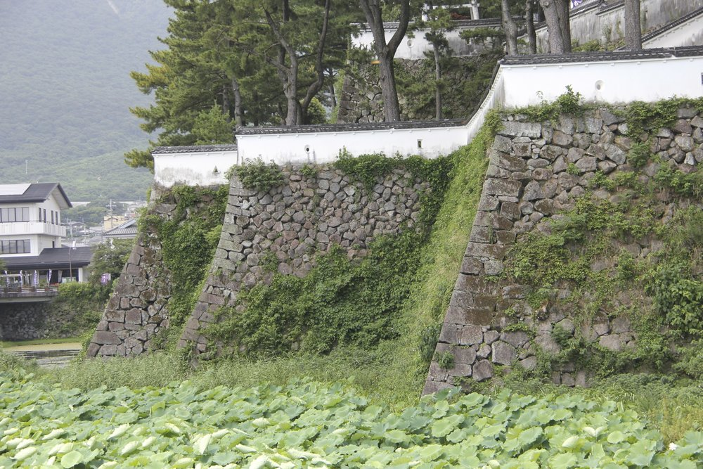 The outer moats of the Shimabara Castle are 15 meters deep and between 30–50 meters wide,