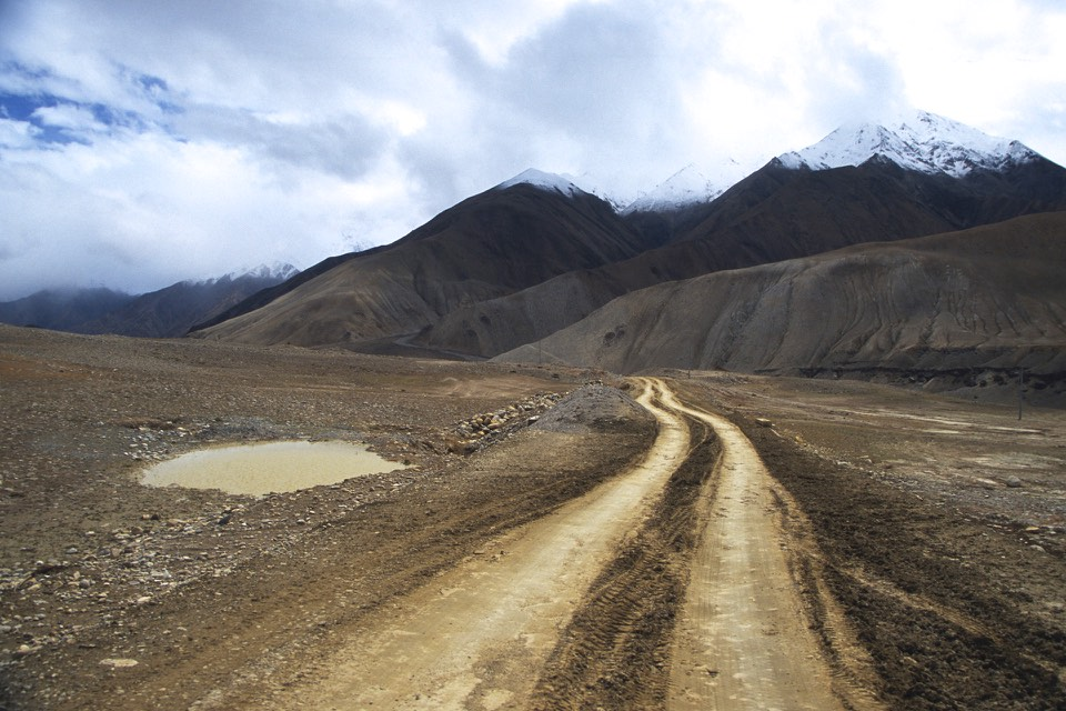 Tibetan roads back then. The road from Hilsa to Burang.