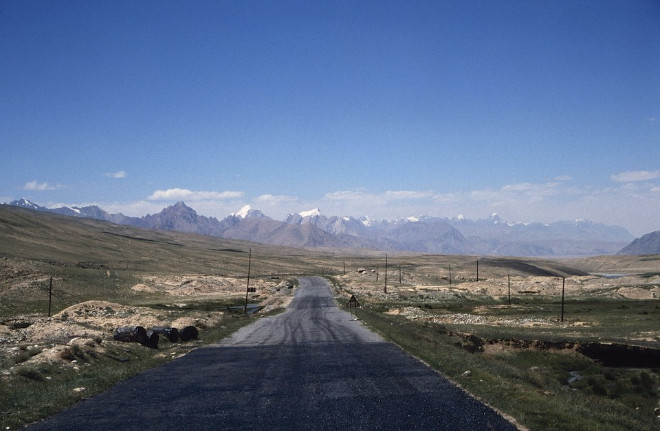 Chinese Pamir - the road from Kunjerab Pass to Tashkurgan