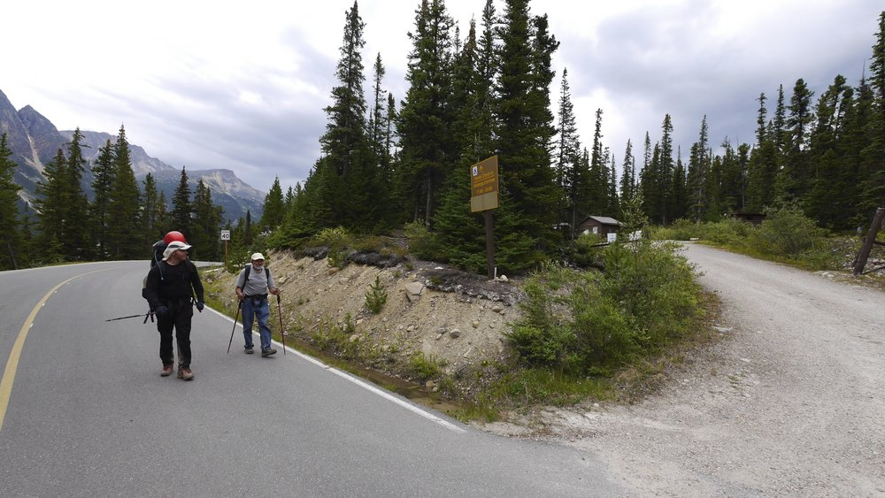 The trailhead at Mt. Eidth Cavell