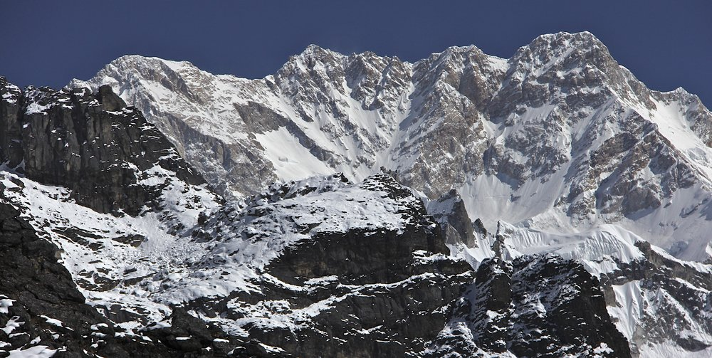 Kanbachen and 3 summits of the Kangchenjunga massif.