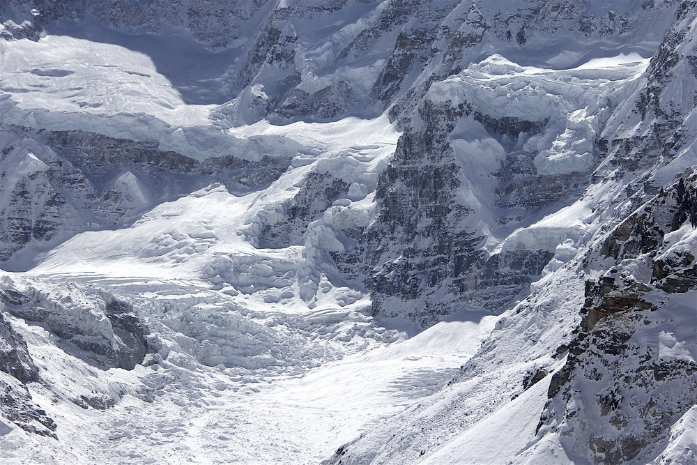 The complex glacier of the Kanhchenjonga massif.