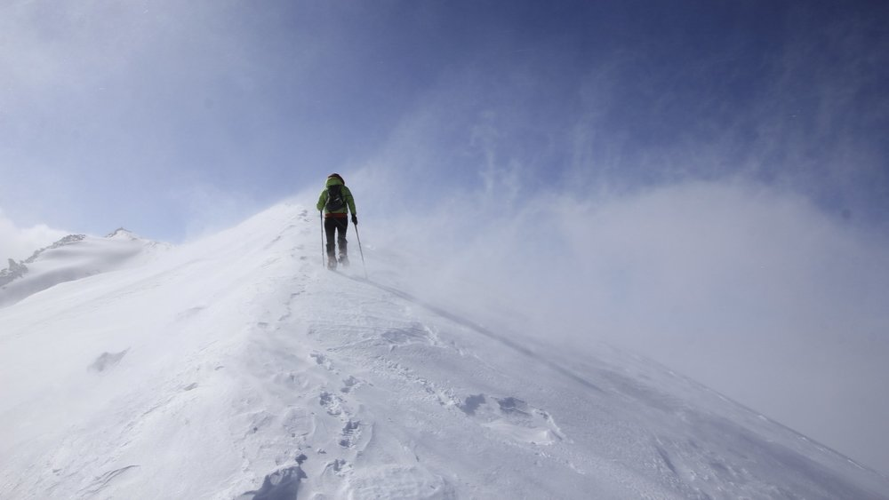 Summit ridge of Malpuchin with strong winds