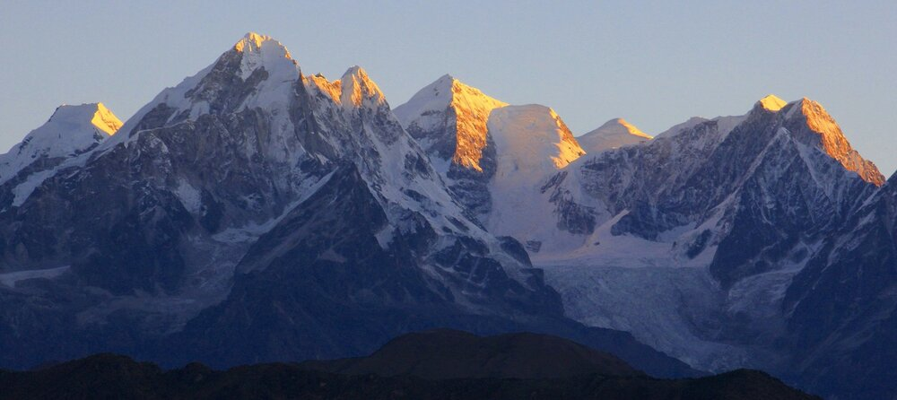 Gur Karpo Ri, Dorje Lakpa and Jugal Himal from the south. These mountains are located in China.