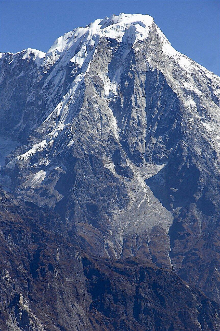 Phurbi Chyachu 6,637m