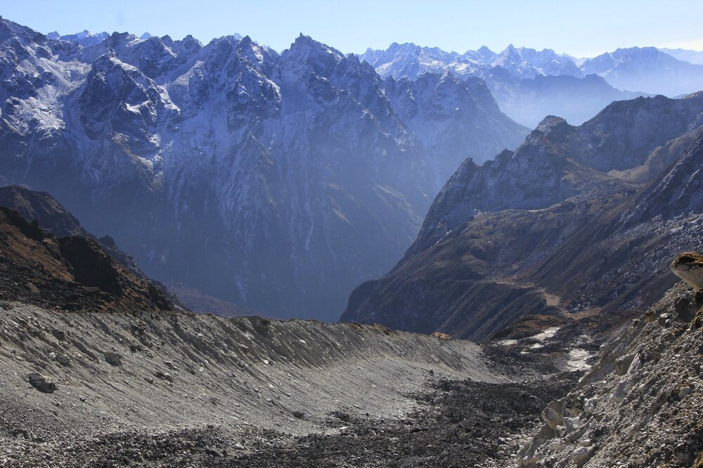 The glacier leading to the Tilman Pass - now we are on the right path!