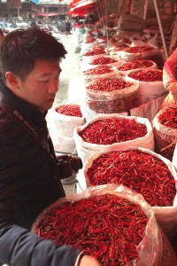 Chef Chiu visita el mercado de especias de Chengdu