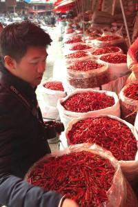 Chef Chiu visits Chengdu's spice market