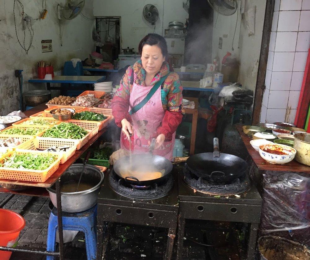 un local humilde de comer