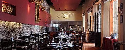 Zéfiro's elegant colonial dining room