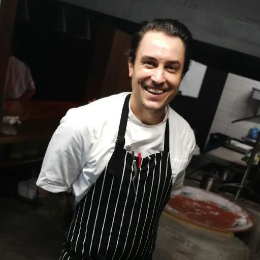 Chef Travis Limoge de Cocina Pirata