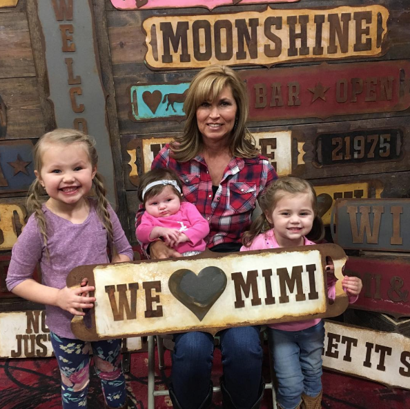 we-heart-mimi-metal-sign-with-grandkids