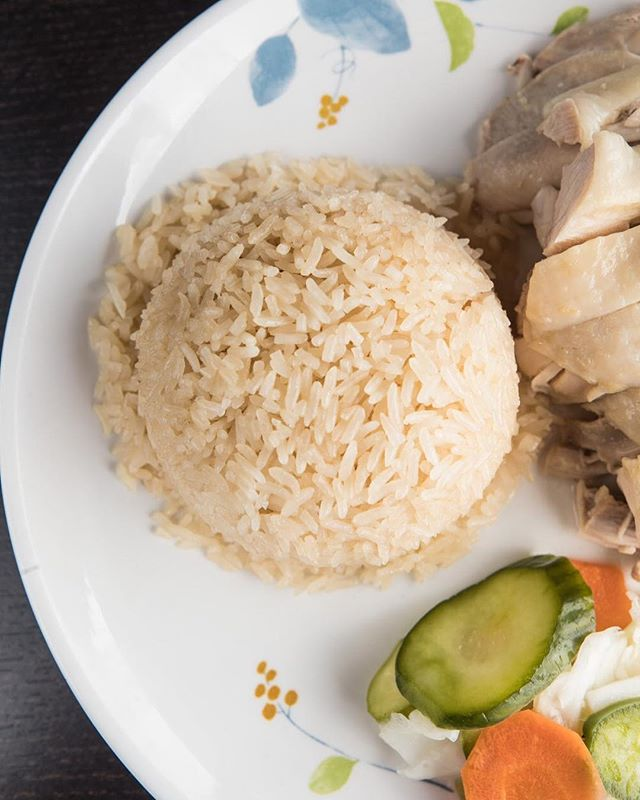 Come get your Hainan chicken fix at our newest location — Cluck2Go HACIENDA HEIGHTS‼️ Open 6 days a week from 11 AM - 9 PM. Closed Tuesdays. Check out our website for more information! (Please note that hours for Cluck2Go Pasadena and Cluck2Go HH are slightly different) See you there!! 🤗🐔