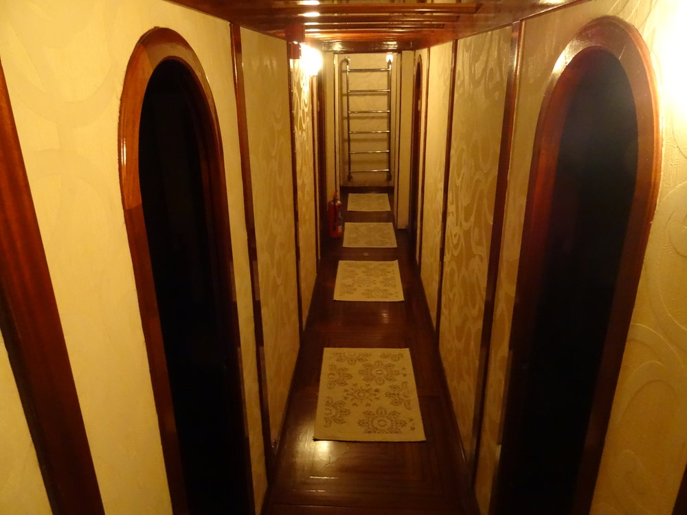 Fwd Corridor.JPG