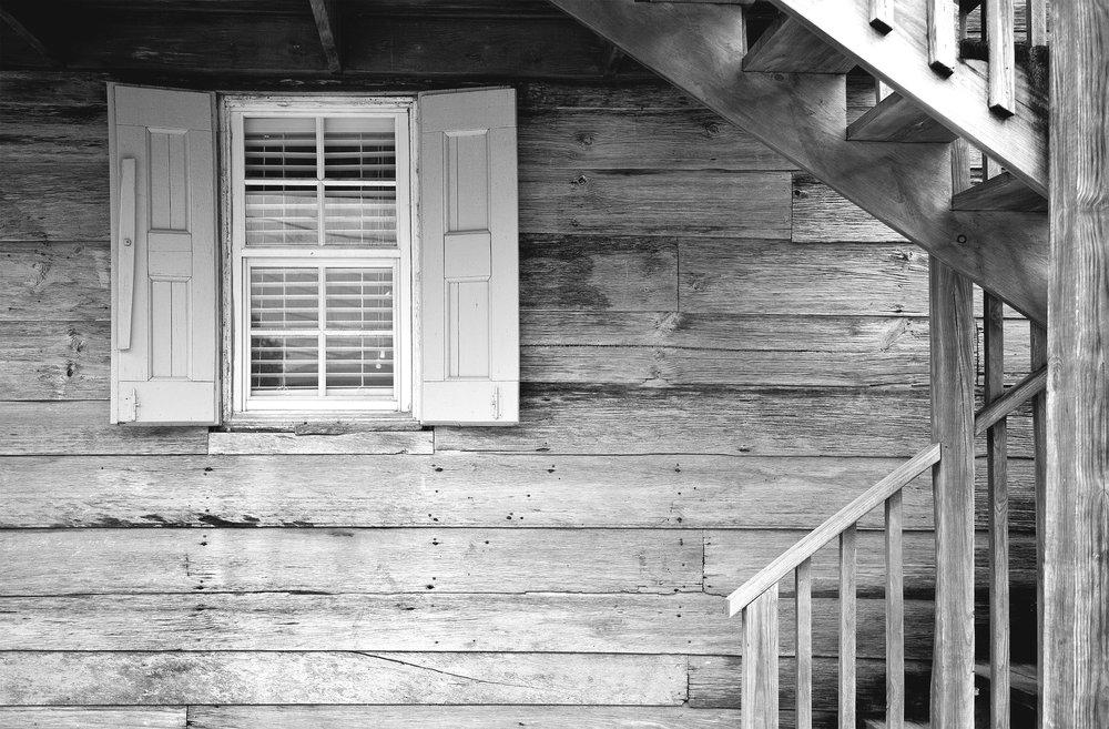 Johari-Fenster - 1955 entwickelten die beiden US-amerikanischen Sozialpsychologen Joseph Luft und Harry Ingham das sogenannte Johari-Fenster, dessen Bezeichnung sich aus den Vornamen der beiden Erfinder zusammensetzt. Dieses Modell bietet einen hilfreichen Blick auf verschiedene Bereiche unseres Selbstbildes und Fremdbildes.
