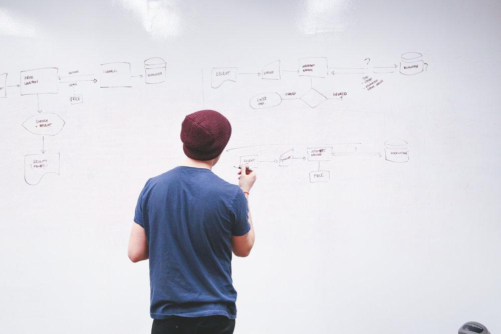 最先端の取組みを学ぶ - 毎回第一線で活躍している方々が講師です。より深く専門的に学べる環境を用意しています。